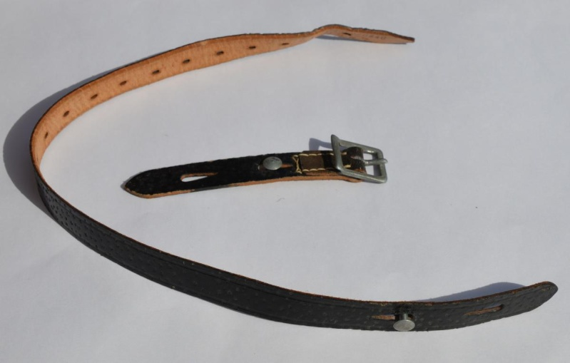 La jugulaire du casque allemand Dsc_0017