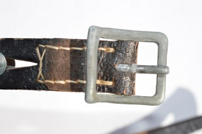 La jugulaire du casque allemand Dsc_0020