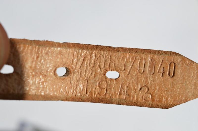 La jugulaire du casque allemand Dsc_0021