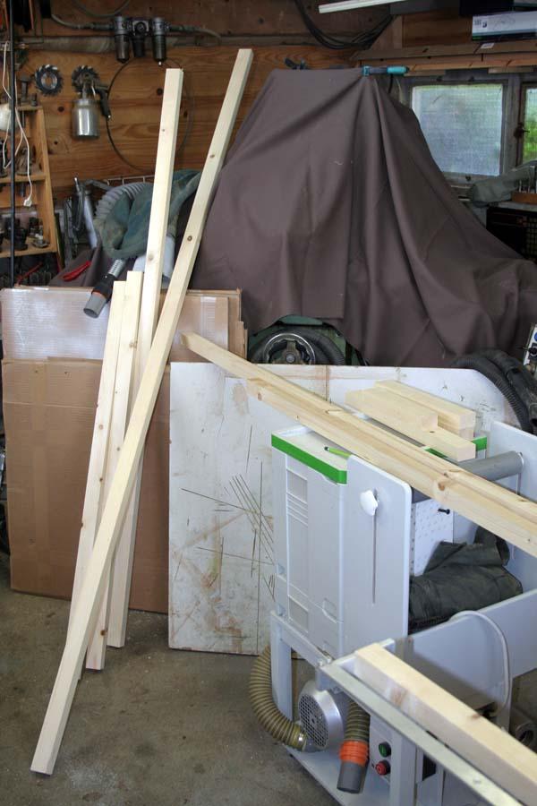 Un petit abris à bois ... et autre Abribo11