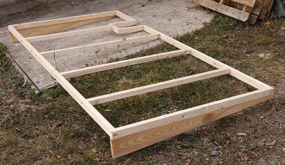 Un petit abris à bois ... et autre Abribo18