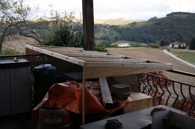 Un petit abris à bois ... et autre Abribo19