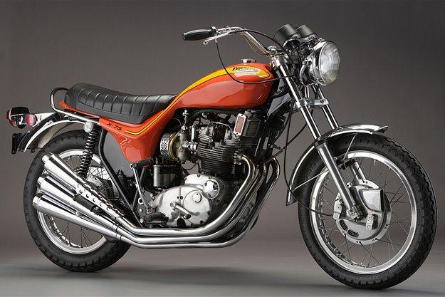 Oh ....  quelle drôle de moto !?!... Triump10