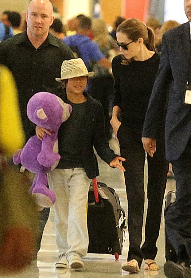 Angelina and Pax JFK airport arrival..New York..June 24th 2013 0000_c10