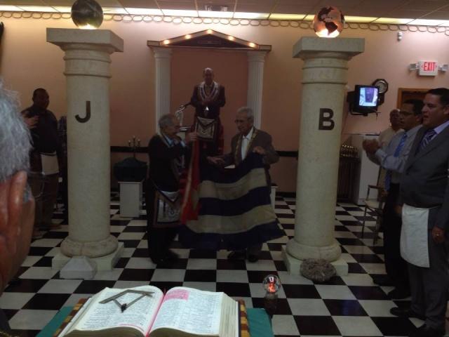Primera bandera izada en el Gran templo de la Gran Logia de Cuba en Carlos III Entre_10