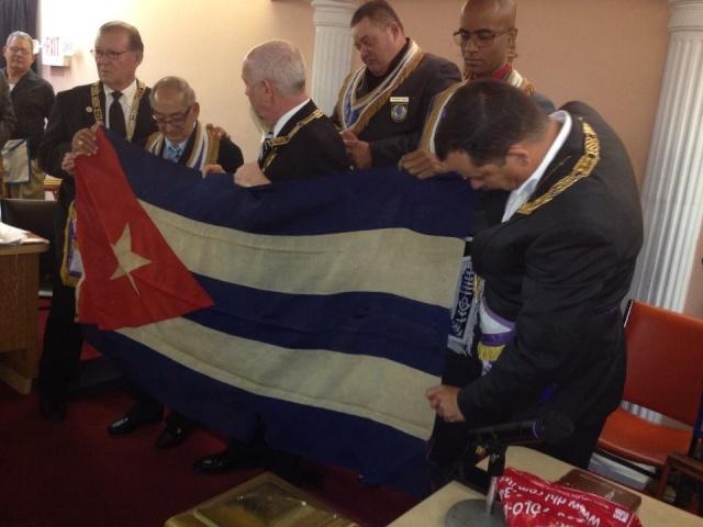 Primera bandera izada en el Gran templo de la Gran Logia de Cuba en Carlos III Primer10