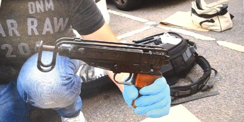 Deux légionnaires écroués à Marseille pour trafic d'armes (juillet 2013) Uemy10