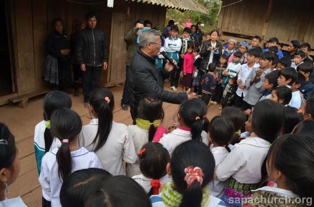 Người Công Giáo H, Mông ở Điên Biên Hmoob Kav Tos liv (Catholic) nyob xeev Dien Bien cob tsib teb Copy-o11