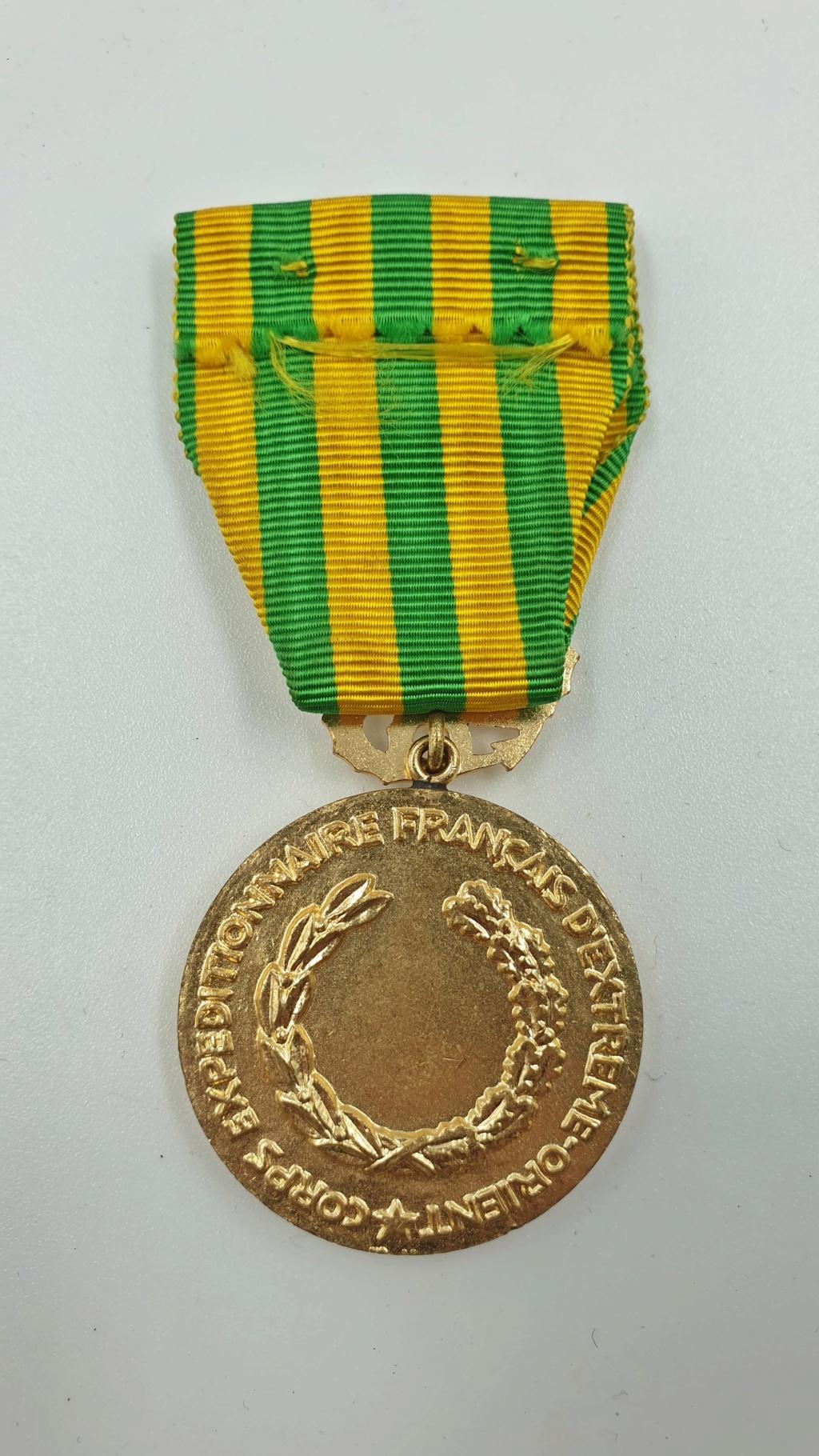 Estimation divers insignes et médaille  20200315