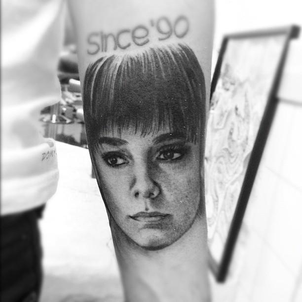 Alizée & ses tatouages ! - Page 43 58ba5a11