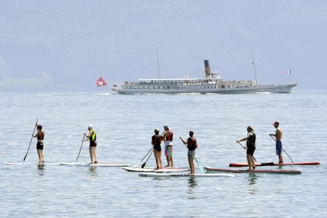 Marcher» sur l'eau fait de plus en plus d'émules sur le lac Léman 13841211