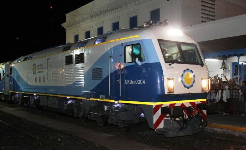 Los juninenses recibieron con gran entusiasmo al nuevo tren 00136