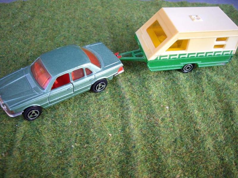 N°325 Mercedes 450 se + camping trailer Imgp8110