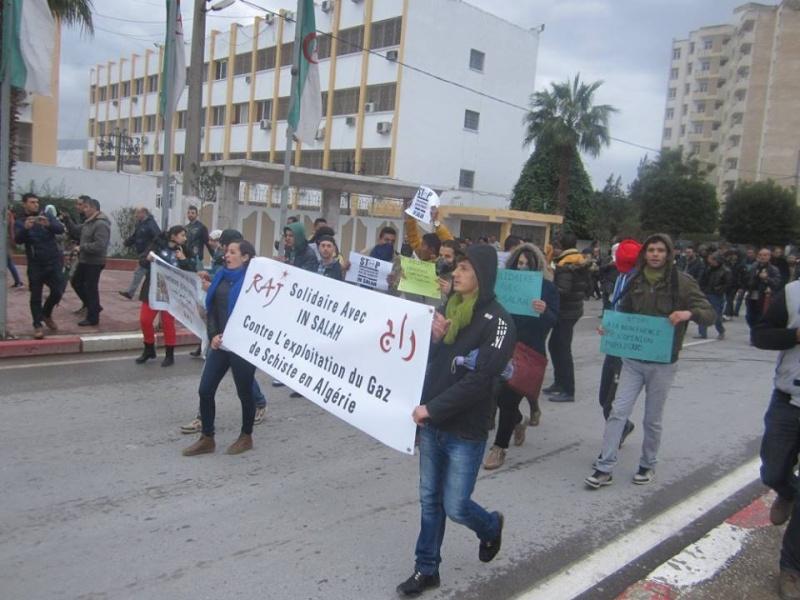 Les etudiants de Bejaia marchent contre le gaz de schiste  Sadi16