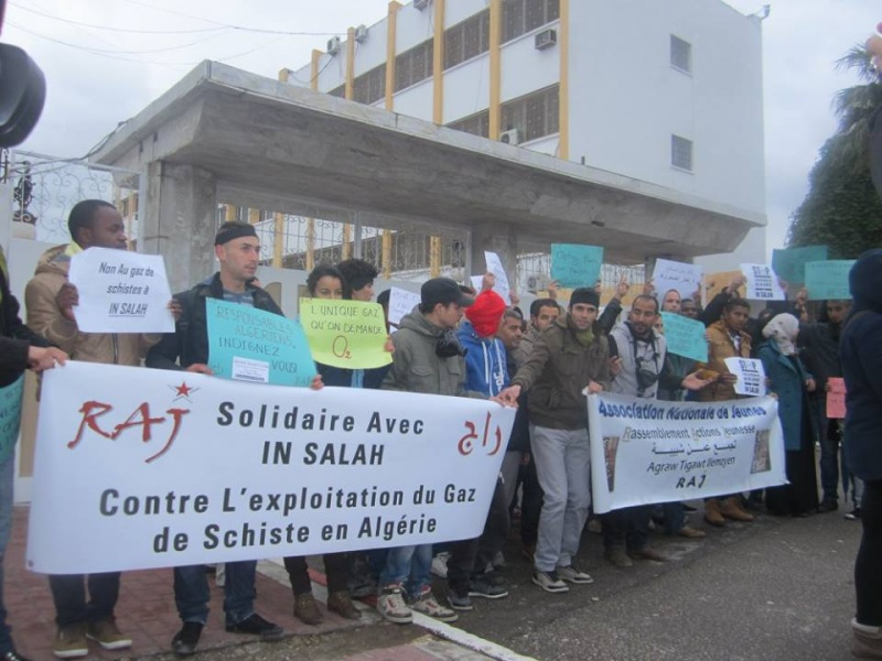 Les etudiants de Bejaia marchent contre le gaz de schiste  Sadi22