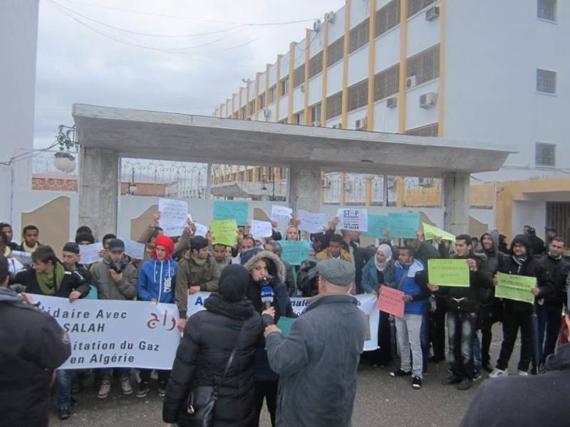 Les etudiants de Bejaia marchent contre le gaz de schiste  Sadi24