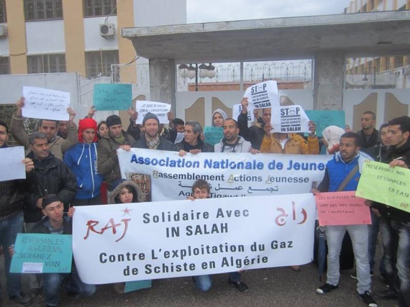 Les etudiants de Bejaia marchent contre le gaz de schiste  Sadi27
