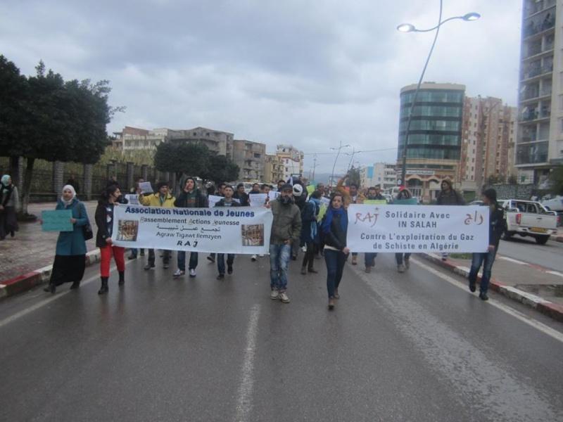 Les etudiants de Bejaia marchent contre le gaz de schiste  Sadi28