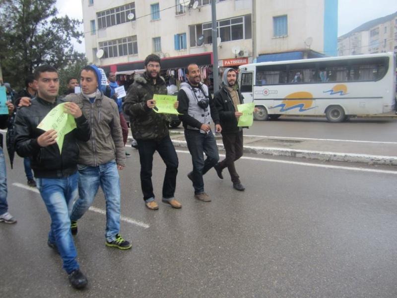 Les etudiants de Bejaia marchent contre le gaz de schiste  Sadi29