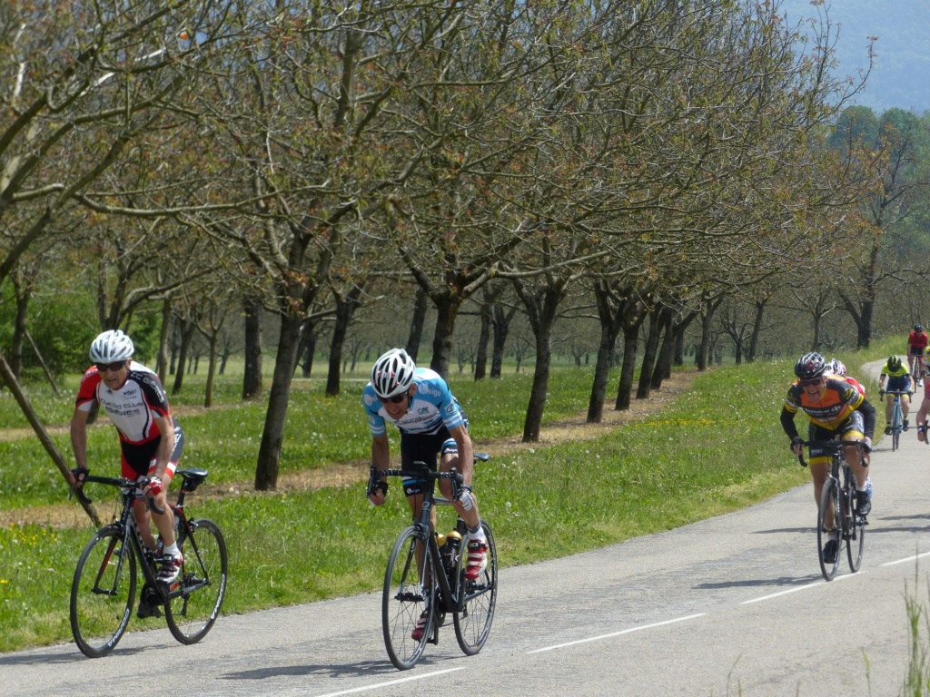 Première sortie des maillots et premier podium à Cras le 1er mai! Ar_ch10