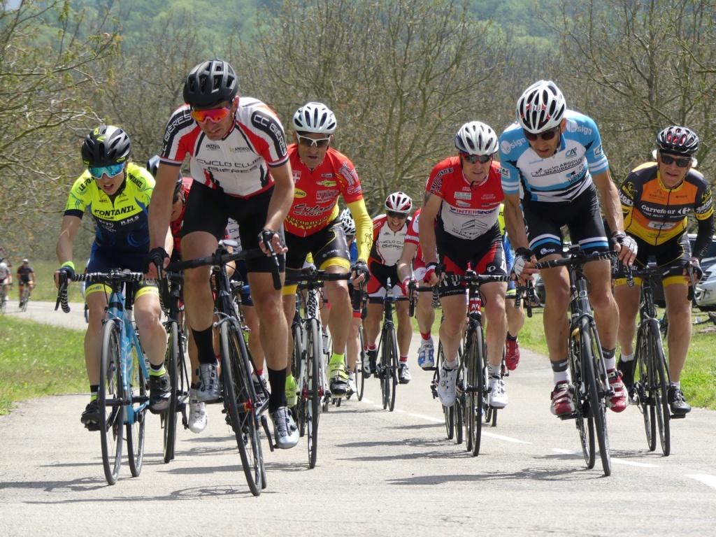 Première sortie des maillots et premier podium à Cras le 1er mai! Ch310
