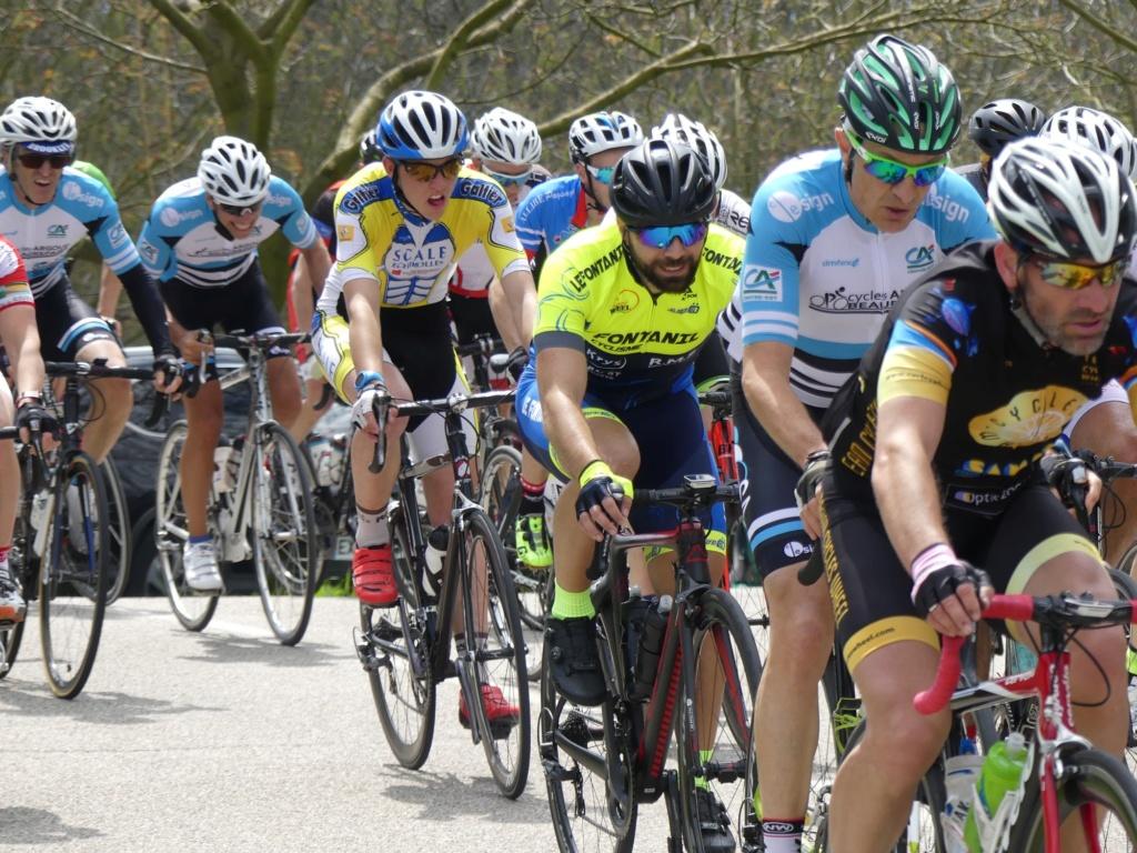 Première sortie des maillots et premier podium à Cras le 1er mai! Les310