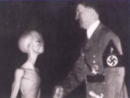 Culturesmonde / Ovnis et aliens : les mythologies de l'espace  Hitler11