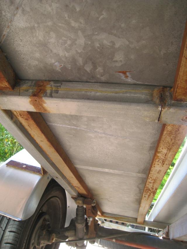 mettre un plancher sur la remorque Img_1711