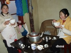 La Chine sac au dos (7) : Une des Montagnes Bouddhistes. Le  Mont Emeishan: ascension en janvier 2008 Diner_10