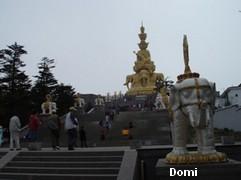 La Chine sac au dos (7) : Une des Montagnes Bouddhistes. Le  Mont Emeishan: ascension en janvier 2008 Golden11