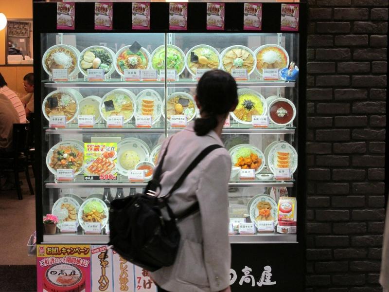 Sampuru : des faux plats qui présentent les répliques en plastique des différents menus des restaurants Client10