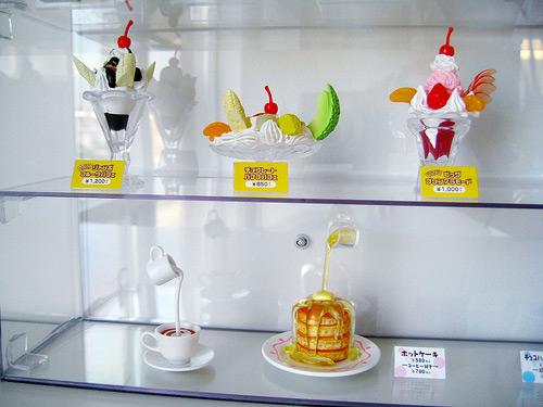 Sampuru : des faux plats qui présentent les répliques en plastique des différents menus des restaurants Desser10