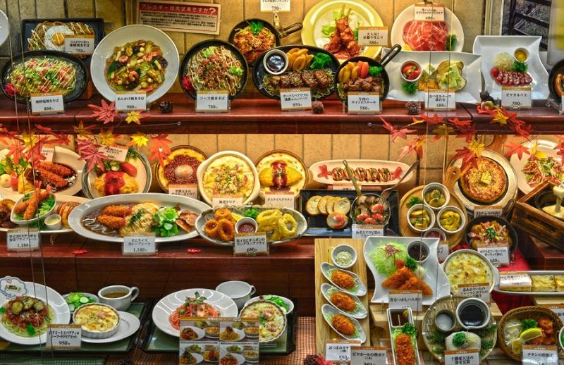 Sampuru : des faux plats qui présentent les répliques en plastique des différents menus des restaurants Festin10
