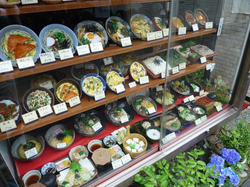 Sampuru : des faux plats qui présentent les répliques en plastique des différents menus des restaurants Large-10