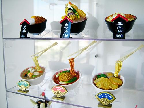 Sampuru : des faux plats qui présentent les répliques en plastique des différents menus des restaurants Mini-p10