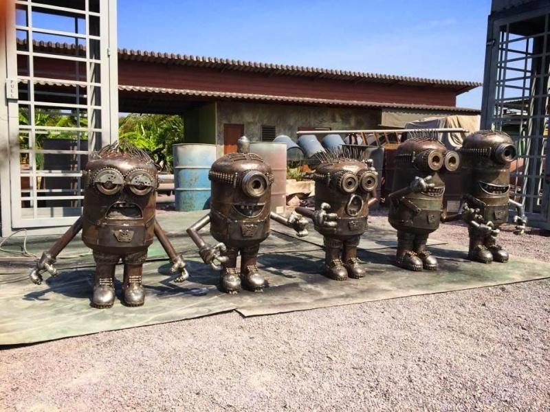 Ces ferrailleurs scultent la pop culture  Moi-mo10