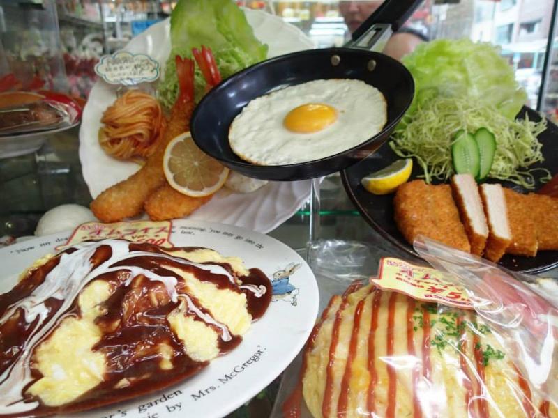 Sampuru : des faux plats qui présentent les répliques en plastique des différents menus des restaurants Oeuf-p10