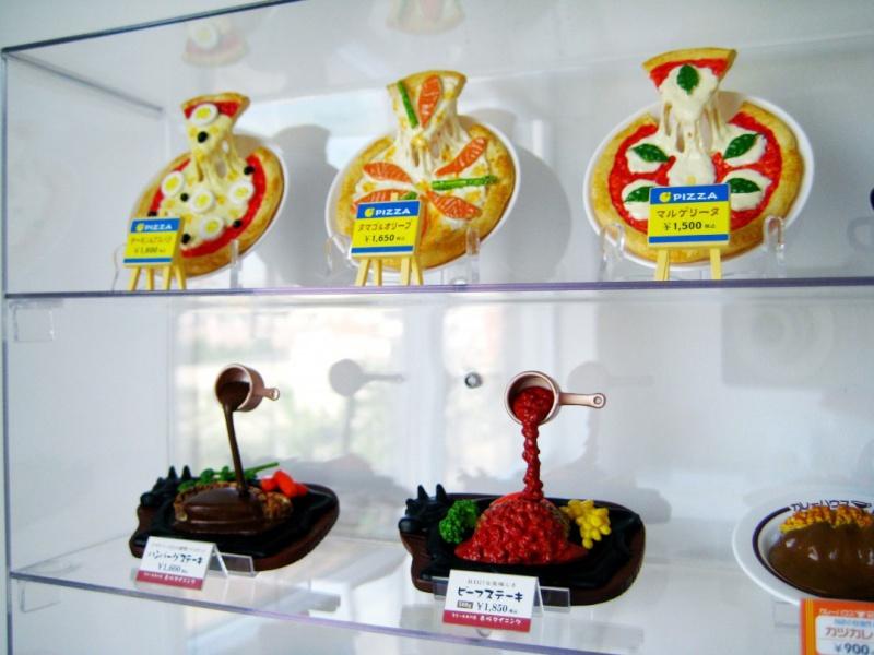 Sampuru : des faux plats qui présentent les répliques en plastique des différents menus des restaurants Pizza10
