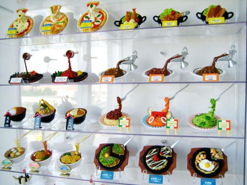 Sampuru : des faux plats qui présentent les répliques en plastique des différents menus des restaurants Sauces10
