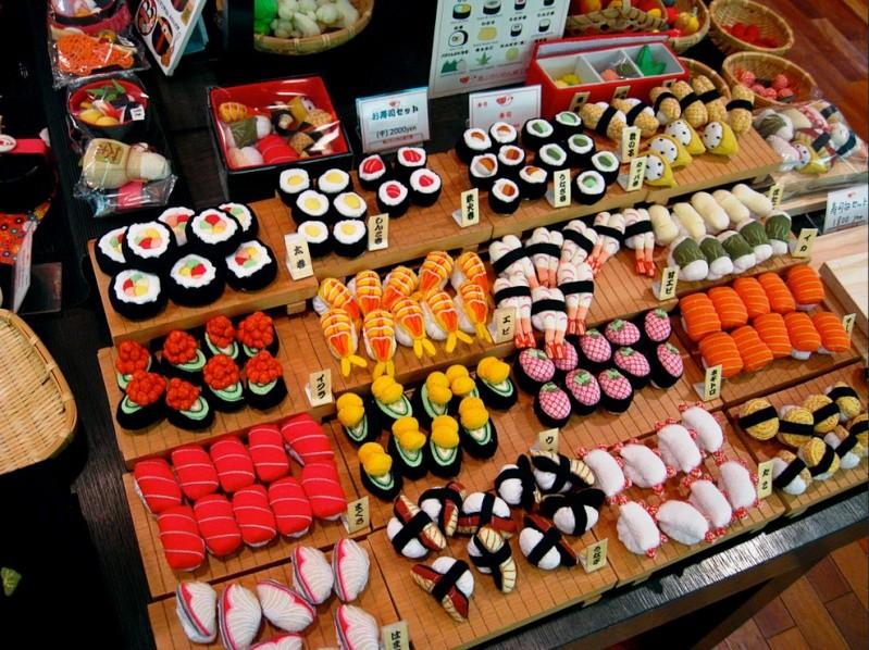 Sampuru : des faux plats qui présentent les répliques en plastique des différents menus des restaurants Sushi10