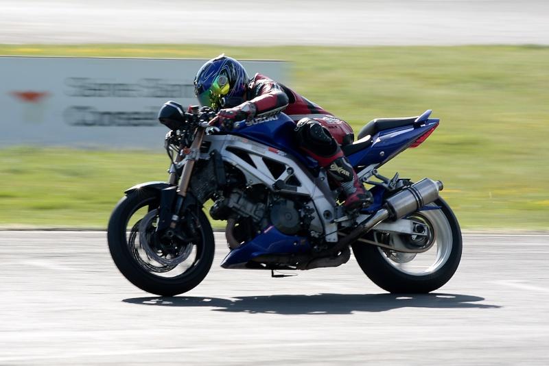 La moto sur circuit - Page 2 Img_1312