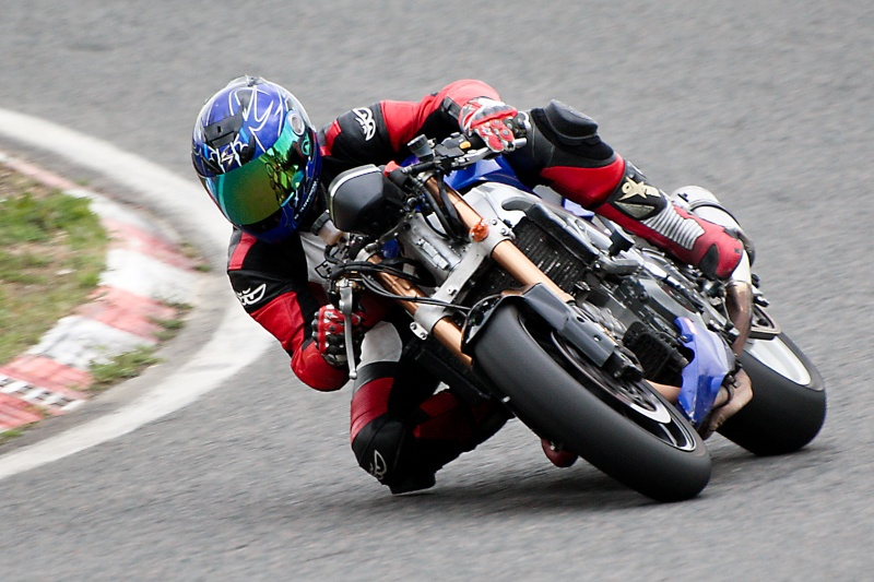 La moto sur circuit - Page 2 Img_2110