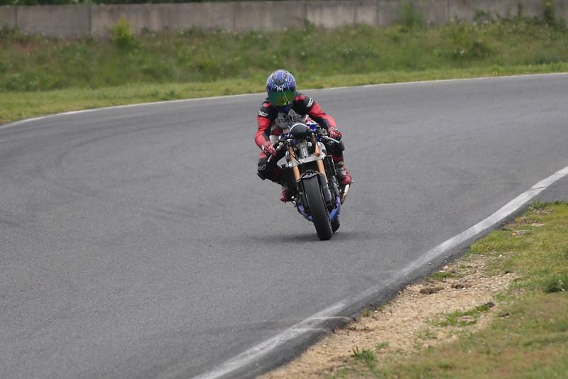 La moto sur circuit - Page 2 Img_2210