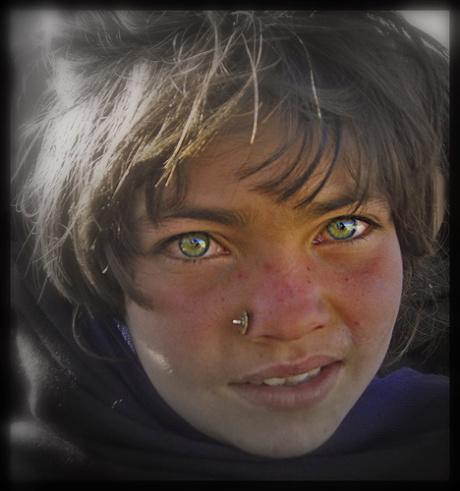 Saib cov me nyuam qhov muag zoo nkauj tshaj plaws hauv ntiaj teb Afghan11