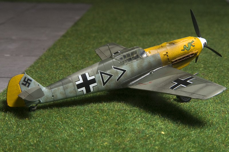 ICM Bf-109E-4 in 1/72nd scale. 8500_b10