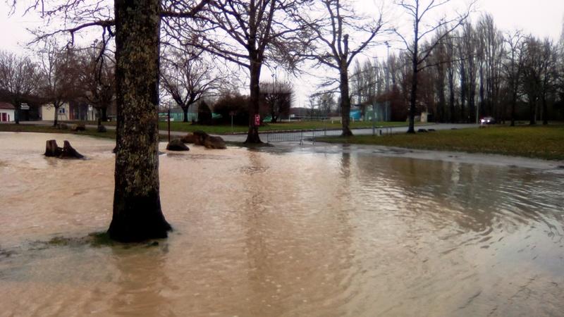 Lac inondé  Img_2029