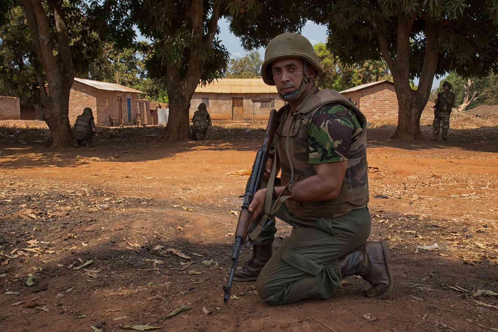 Photos de nos soldats et des Bases Marocaines - Page 2 16333010