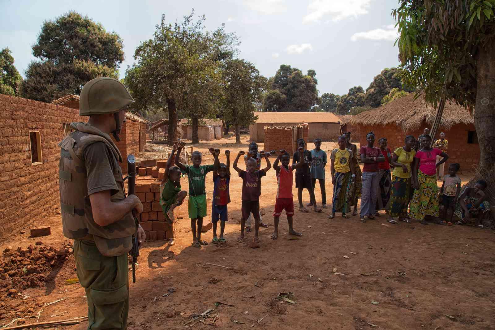 Photos de nos soldats et des Bases Marocaines - Page 2 16333110