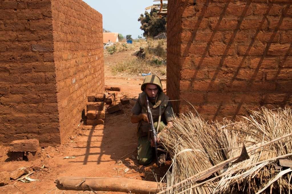 Photos de nos soldats et des Bases Marocaines - Page 2 16518210