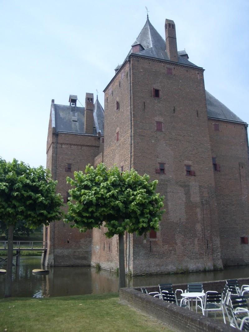 "Dutch ""Veteranen"" ride out, Loevestein Castle 2010-014"